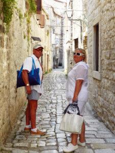 Трогир, улочки старого города, двое